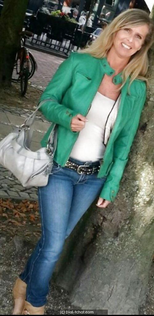 Divorcée de 38 ans cherche contacts et plus a Douai