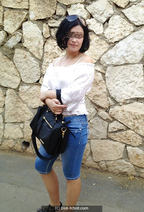 Tchat avec une jolie brune coquine a Aix en Provence