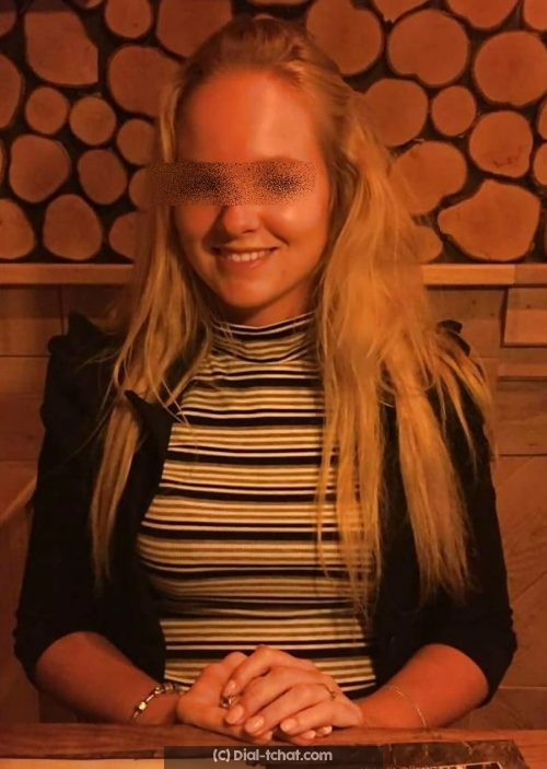 Rencontre avec une étudiante blonde de 20 ans a Lorient